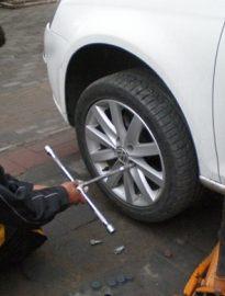 更换轮胎 北京道路救援 专业汽车救援