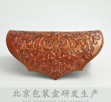 北京皮盒厂家,古铜色手工皮雕皮盒