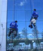 天坛开荒保洁专业擦玻璃