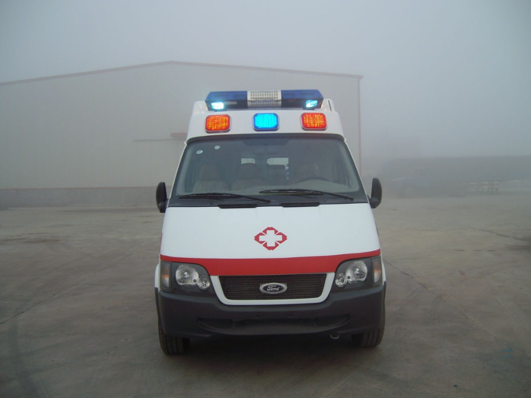 彩泥手工制作大全救护车