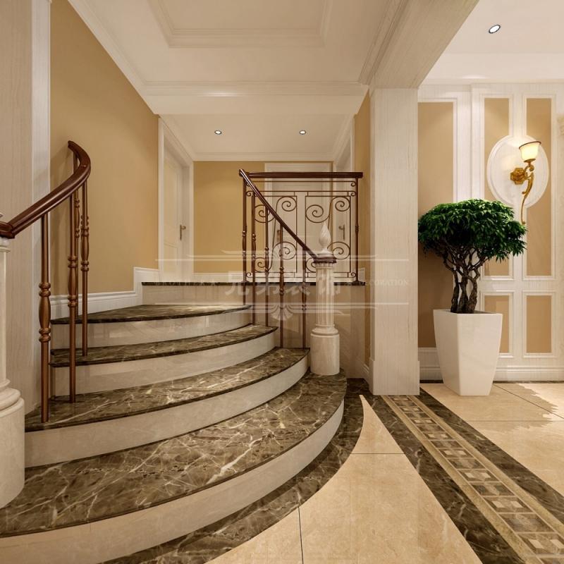 一楼客餐厅的弧形门洞,欧式立面背景带出一片繁华气象,雕镂细致的清式