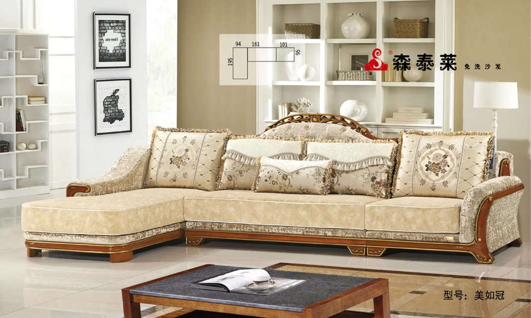 产品简介 新古典免洗欧式布艺沙发美如冠,1、3、妃组合沙发,适合各种中小户型。该款免洗沙发外观颜色搭配优美!采用现代植绒面料,进口植绒面料跟外架搭配优美,高端大气的外观搭配外雕花实木更加大气奢华。优质紧实型植绒面料搭配绣花工艺更显高贵。森泰莱免洗欧式布艺沙发具备超强防污,防刮的功能,耐磨50000次以上,永不褪色,一洗如新!