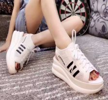 拉萨高仿奢侈品女鞋LV女鞋货源批发