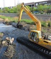 河 道 清 淤